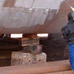 Strahlarbeiten auf einer Schiffswerft in Istanbul